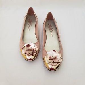 Women's size 10 ballet flats pink suede w/flower